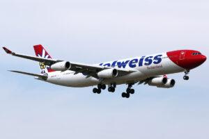 Edelweiss Air Airbus A340-300 přisátá na letišti v Zurichu
