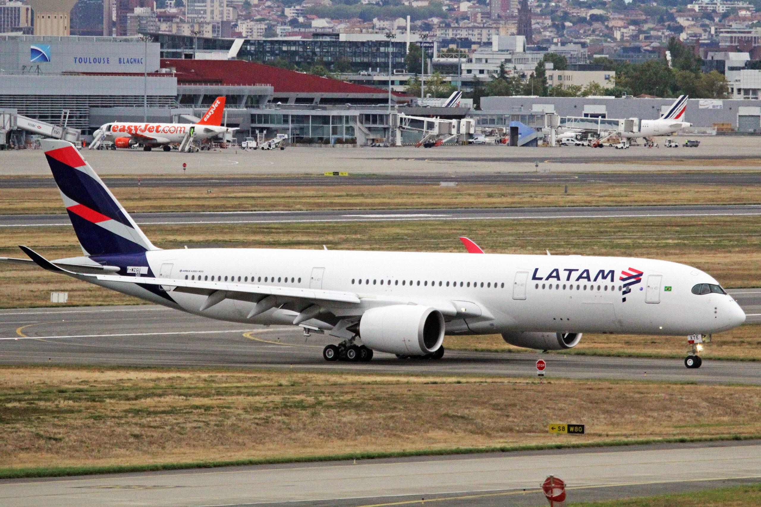 F-WZGU_(PR-XTE_048)_Airbus_A350-941_Airbus_Industrie_(LATAM_Airlines_Brazil)_TLS_16SEP16