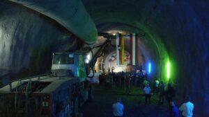 Obřad u příležitosti ukončení tunelovacích prací se konal v tunelu