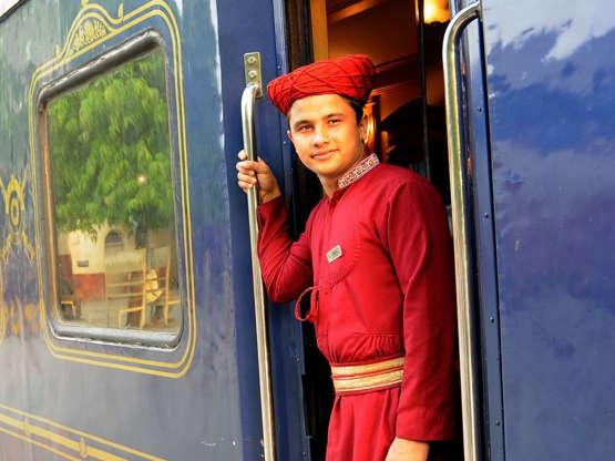 Deccan Odyssey Luxusní vlak Deccan Odyssey má lázně a kosmetický salon. Osmidenní výlet vede z indického města Bombaj do Goa. Vlak má podpořit cestovní ruch na trase Maharashtra.