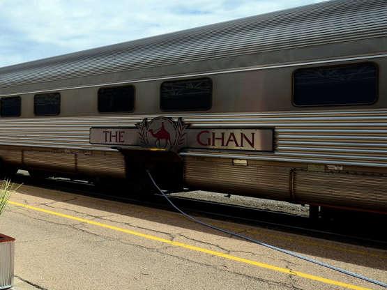 Ghán Dálkový vlak The Gan pokrývá 2 979 kilometrů z Darwinu do Adelaide - tedy jednou napříč Austrálií od severu k jižnímu pobřeží. Trasa je jednou z nejdelších na světě.
